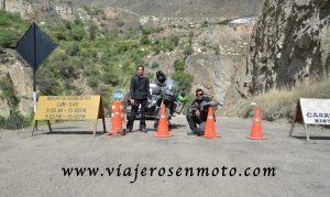 viajeros en moto